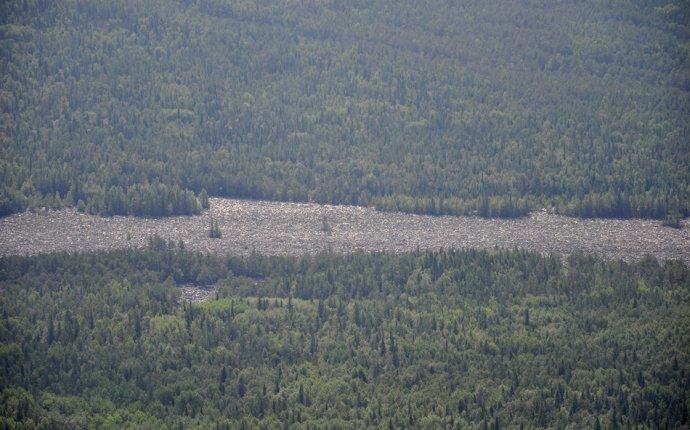 Каменная река с Двуглавой