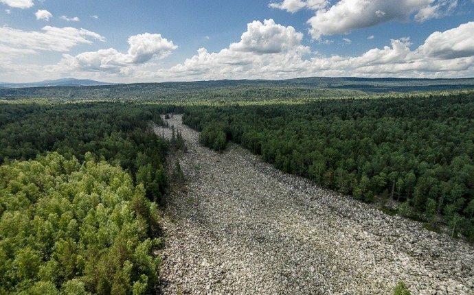 Большая каменная река в